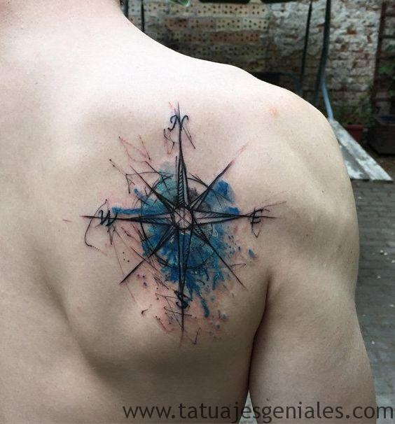 tattoo rosa nautica espalda 2