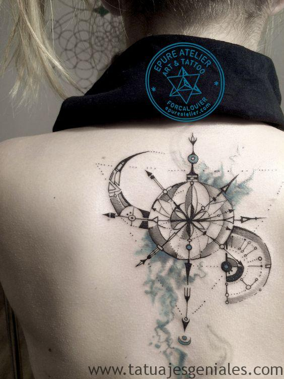 tattoo rosa nautica espalda 3