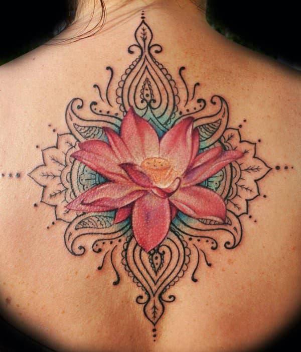 tatuajes de flores en la espalda 2