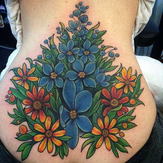 tatuajes de flores en la espalda 6