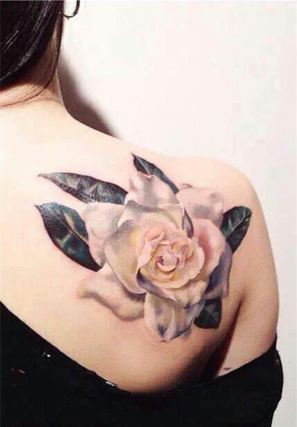 tatuajes de flores en la espalda 8