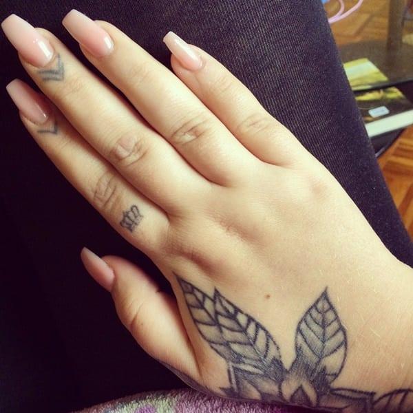 tatuajes de flores en la mano 3