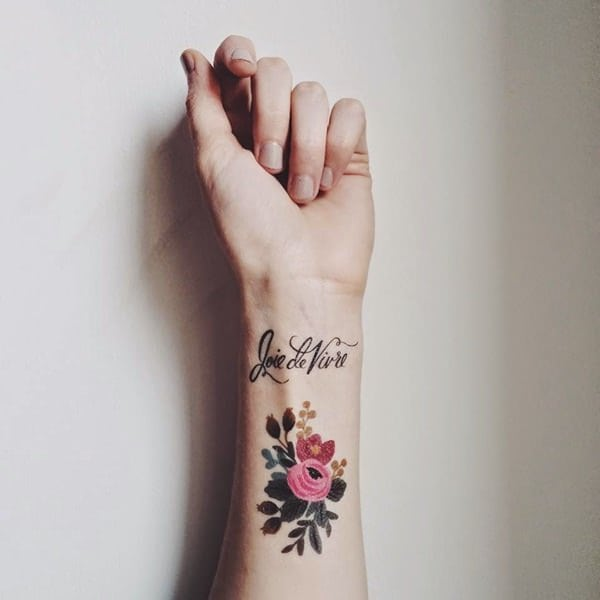 tatuajes de flores en la mano 4