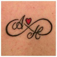 tatuajes de infinito con iniciales 1