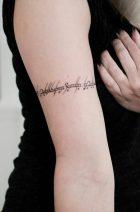 tatuajes de letras para mujeres 7 140x212 -