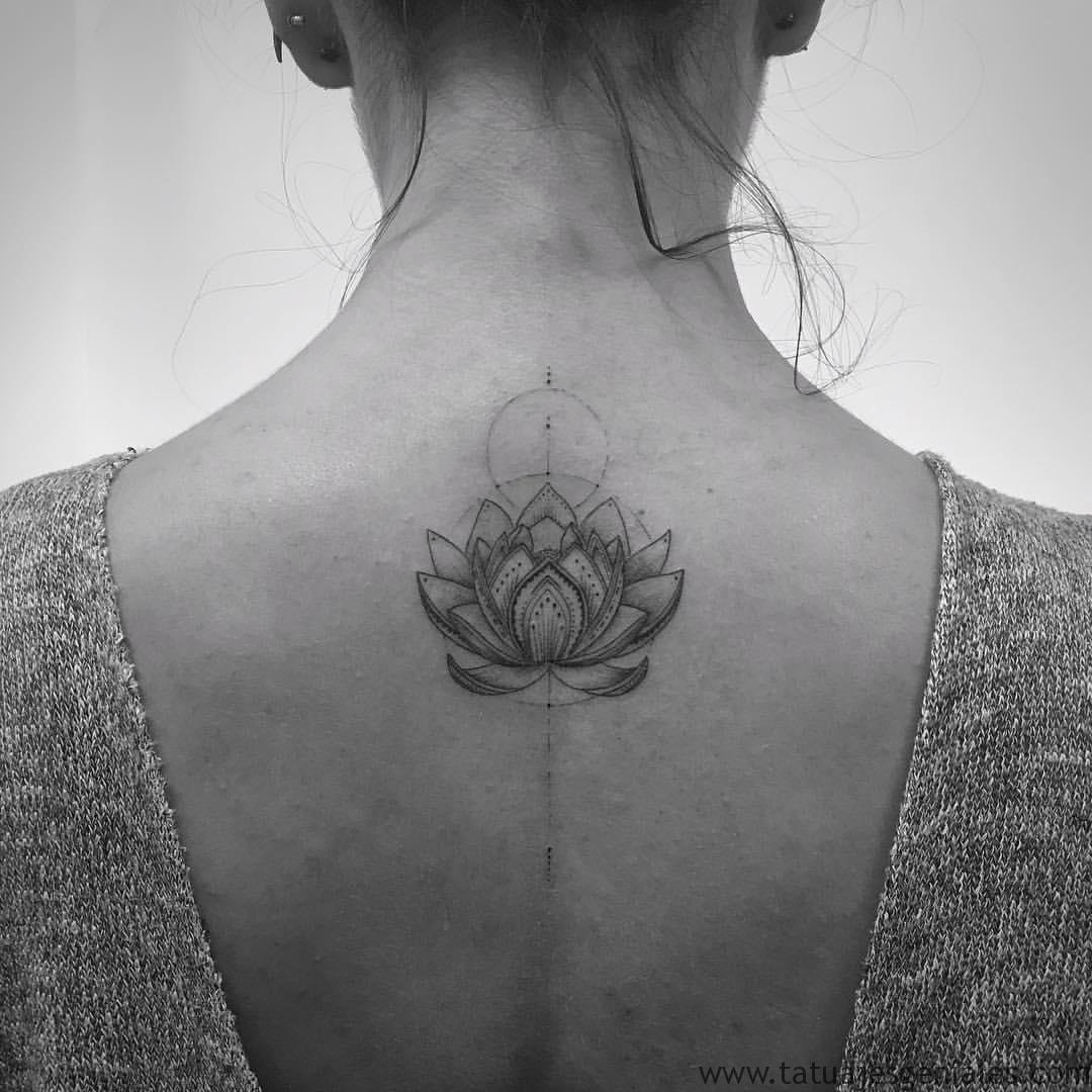 tatuajes flor loto espalda 4