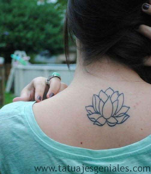 tatuajes flor loto espalda 7
