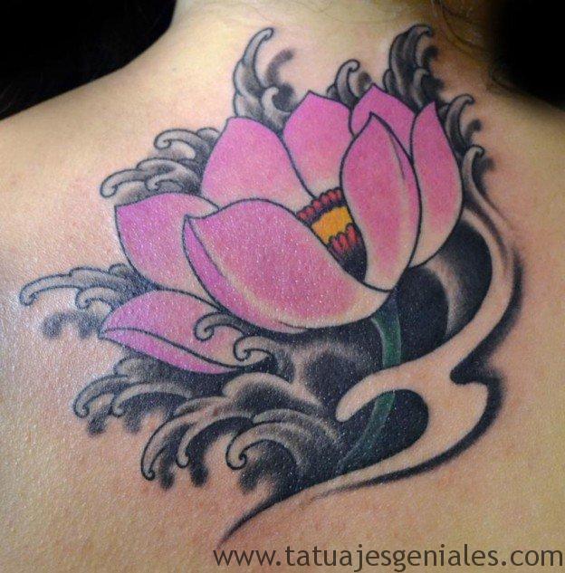 tatuajes flor loto espalda 8