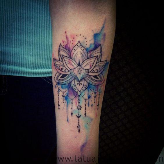 Flor de loto tattoo cadera