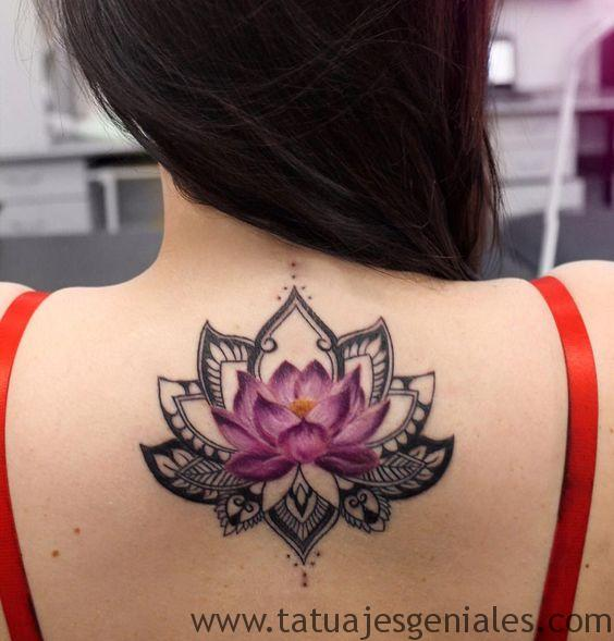 tatuajes flor loto mujeres 4