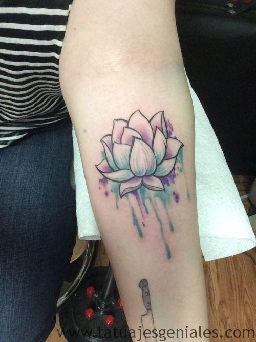 tatuajes flor loto mujeres 5