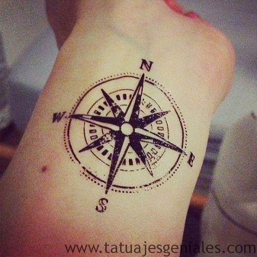 tatuajes rosa nautica mujer 1