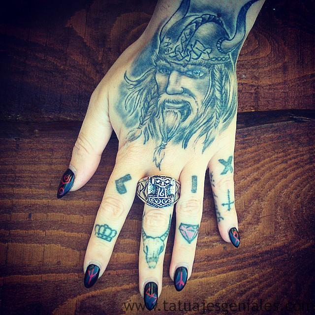 tatuajes vikingos mujeres 7