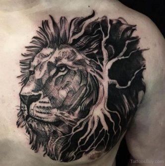 de leon en el pecho