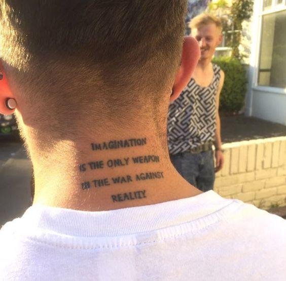 frases en el cuello hombres