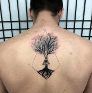 tatuajes-espalda-hombres (6)
