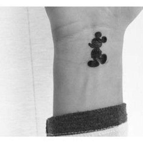 tatuajes de miki en la muñeca 2