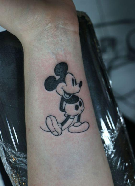 tatuajes de miki en la muñeca 5