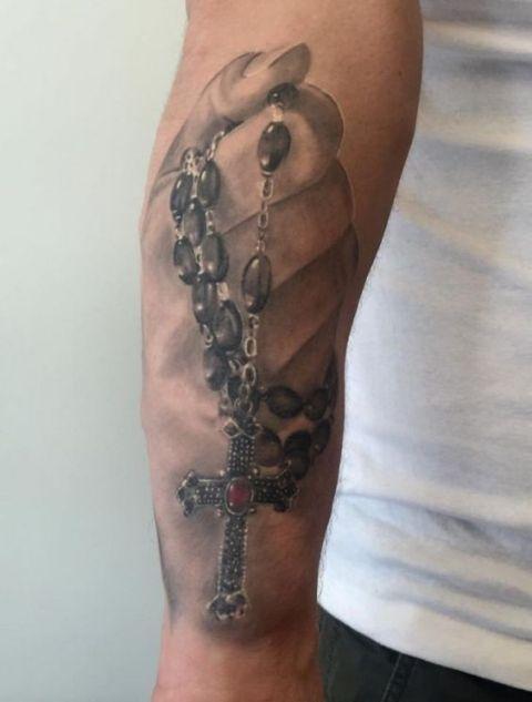 manos con rosario 3