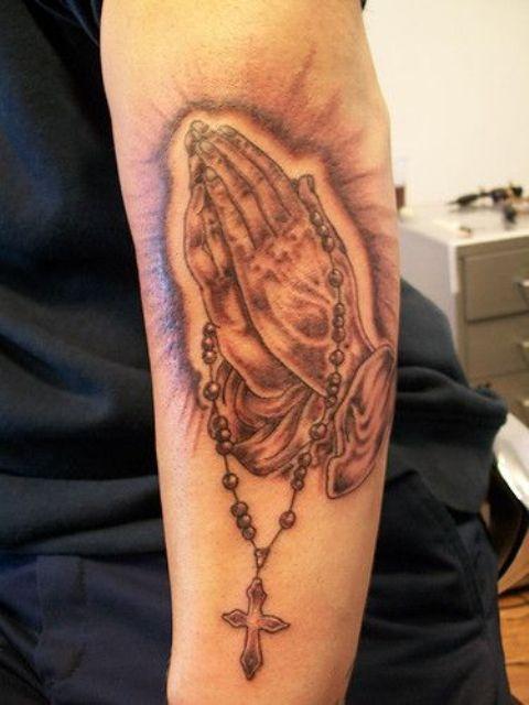 manos con rosario 5