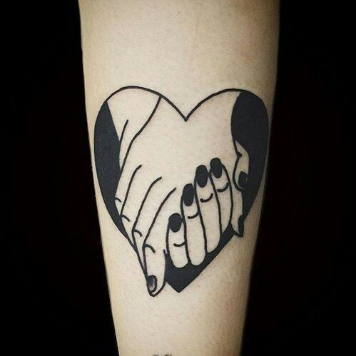 manos entrelazadas 3