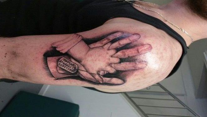 manos entrelazadas 5