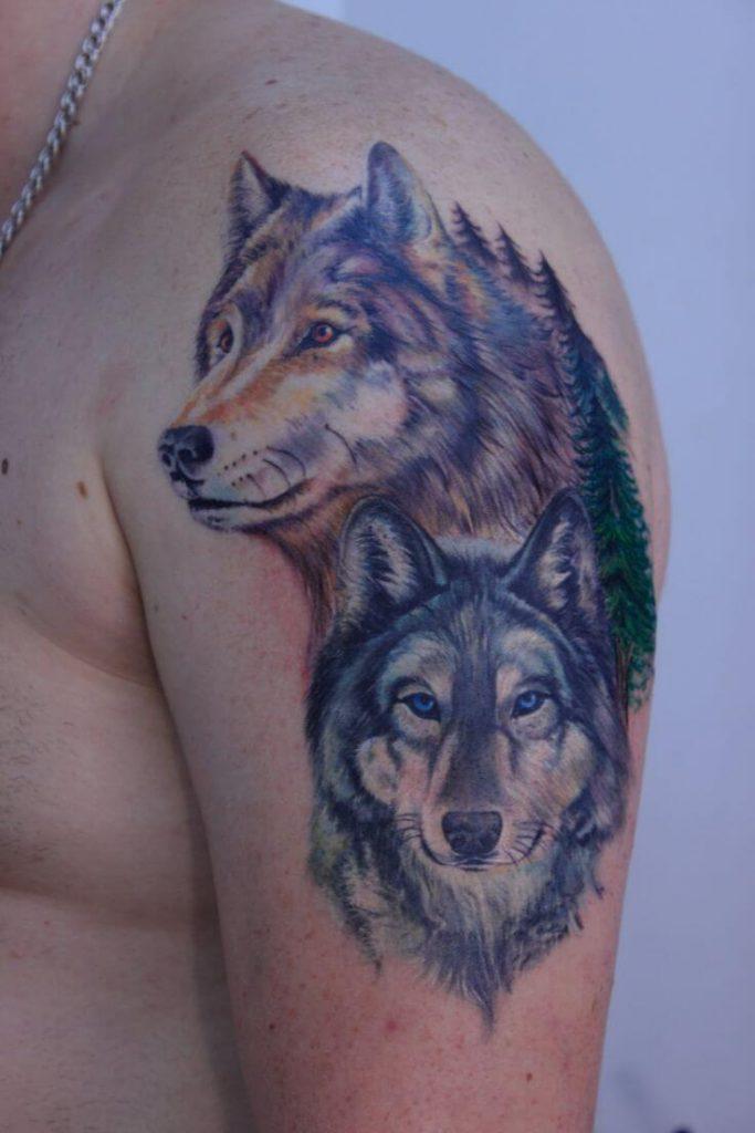 tatuajes lobos hombro 2 683x1024