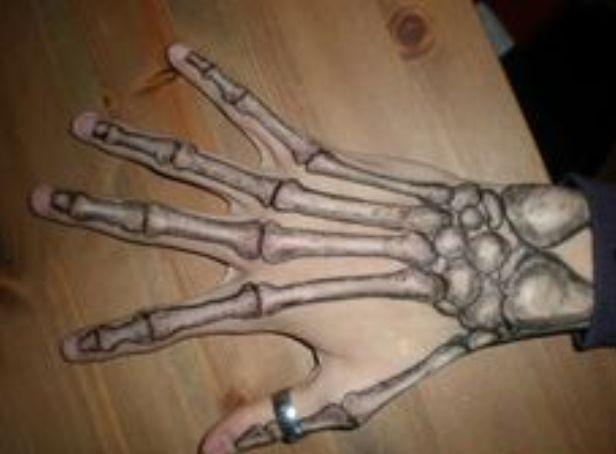 en la mano esqueleto 7