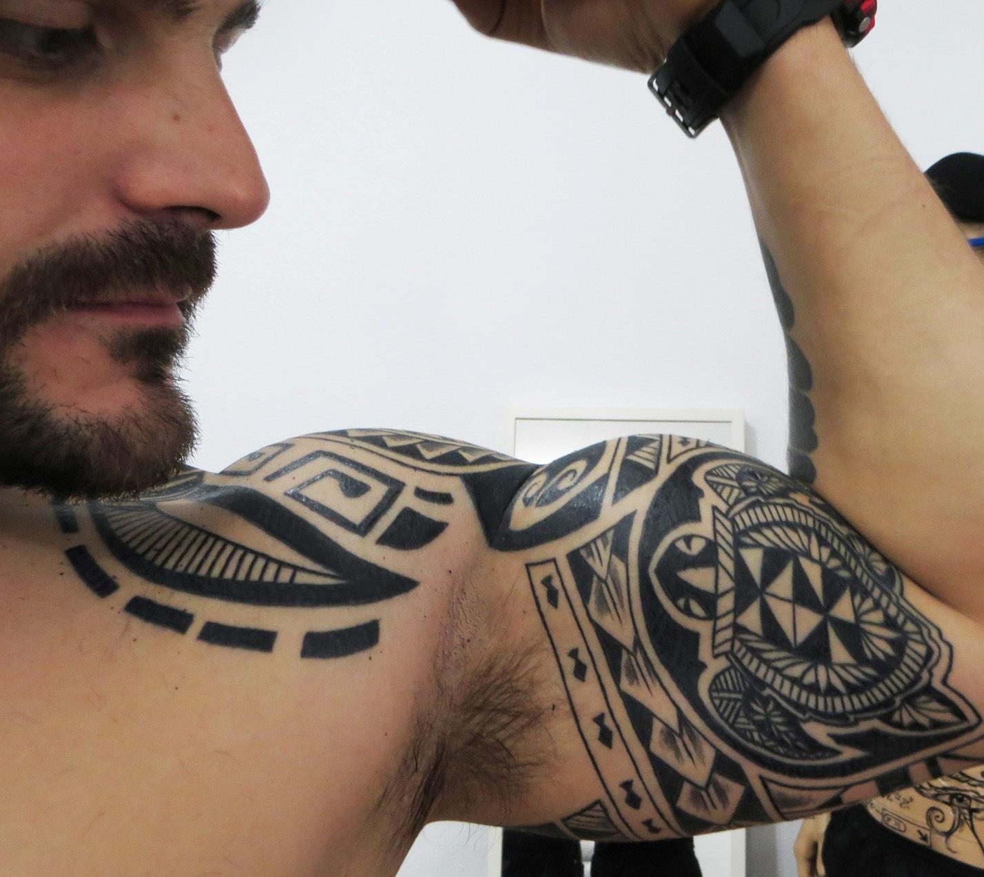 hombro y biceps 1 - Tatuajes en el hombro