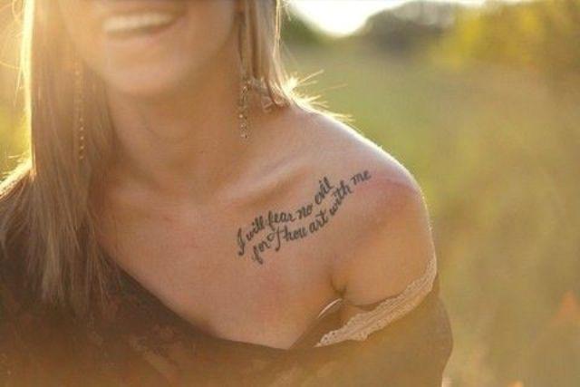 mujeres frases 3 - Tatuajes en el hombro