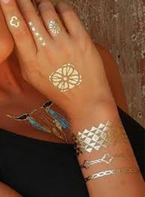 tinta dorada 5 - tatuajes de tinta blanca