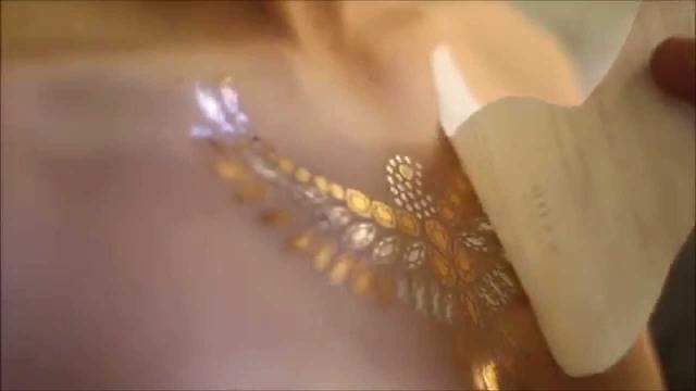 tinta dorada 6 - tatuajes de tinta blanca