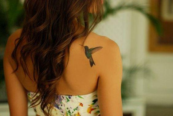 colibri en la espalda 3 - tatuajes de colibrí