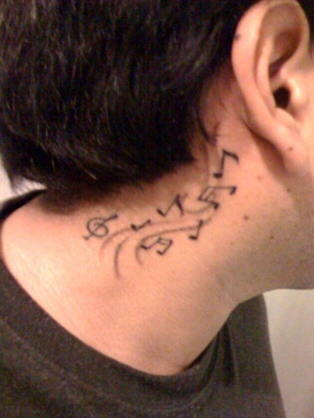 notas en el cuello 7