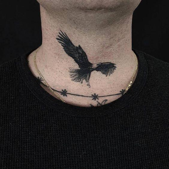 tatuaje de aguila en el cuello 5