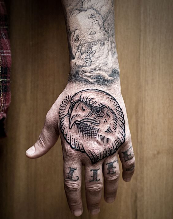 tatuajes de aguila en la mano 4