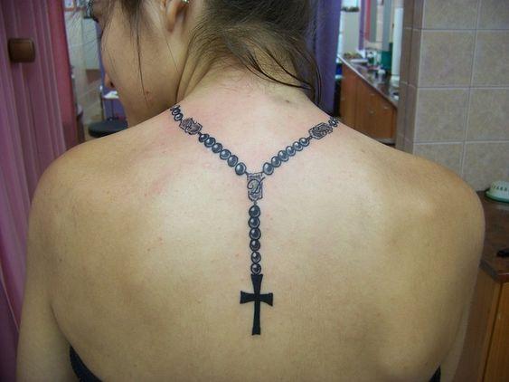 tatuajes de rosarios en el cuello 5
