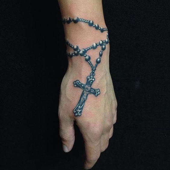 tatuajes de rosarios para hombres 3