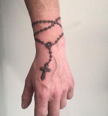 tatuajes de rosarios para hombres 5