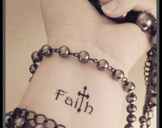 tatuajes religiosos en muñeca 5