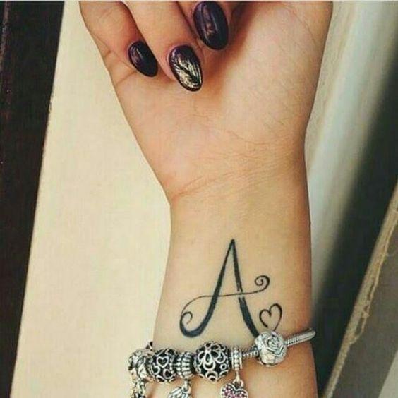 iniciales de nombres 3 - tatuajes de iniciales