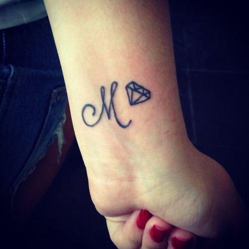 iniciales en cursiva 1 - tatuajes de iniciales