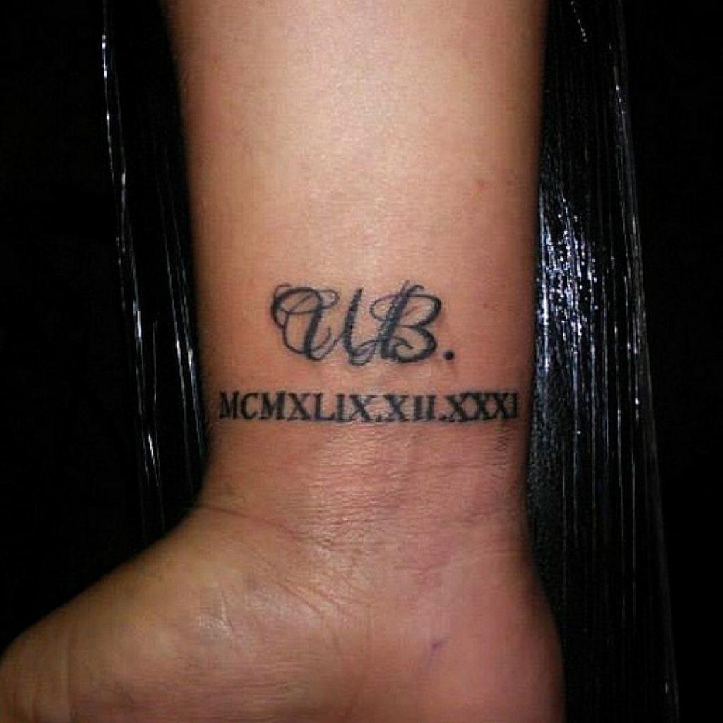 iniciales en cursiva 6 - tatuajes de iniciales