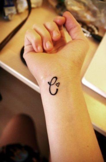 iniciales en la muñeca 2 - tatuajes de iniciales
