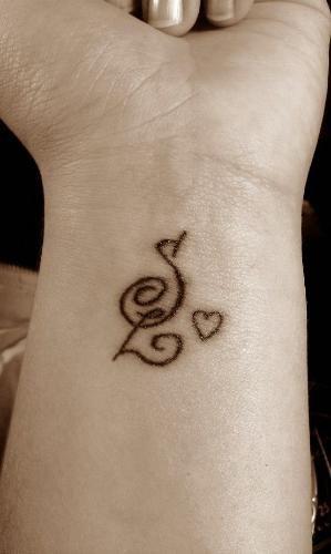iniciales en la muñeca 3 - tatuajes de iniciales